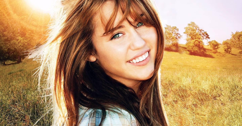 Miley Cyrus tornerà a vestire i panni di Hannah Montana e non solo