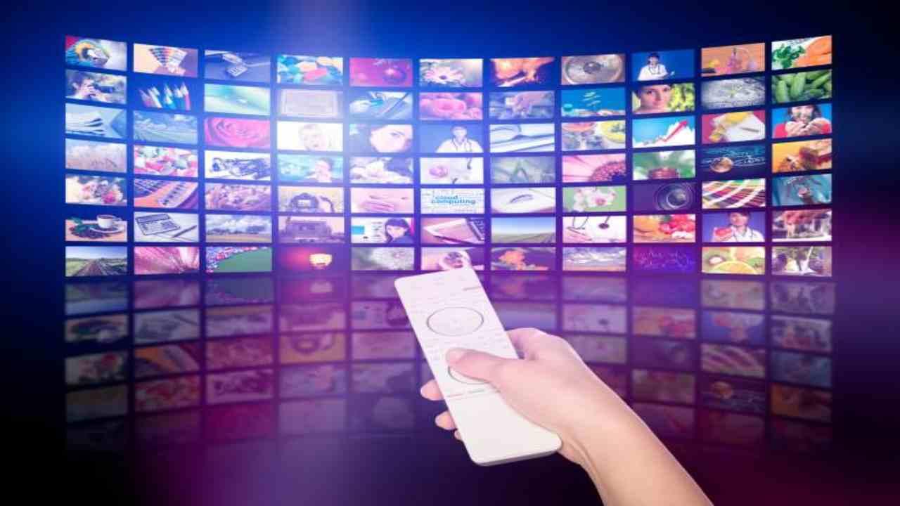 Palinsesti Tv autunno 2020, tutte le sfide serali tra Canale 5 e Rai 1