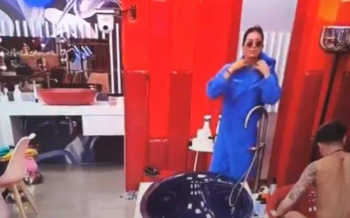 Elisabetta Gregoraci mostra il corpo nudo (per sbaglio) alle telecamere del GF Vip, il video