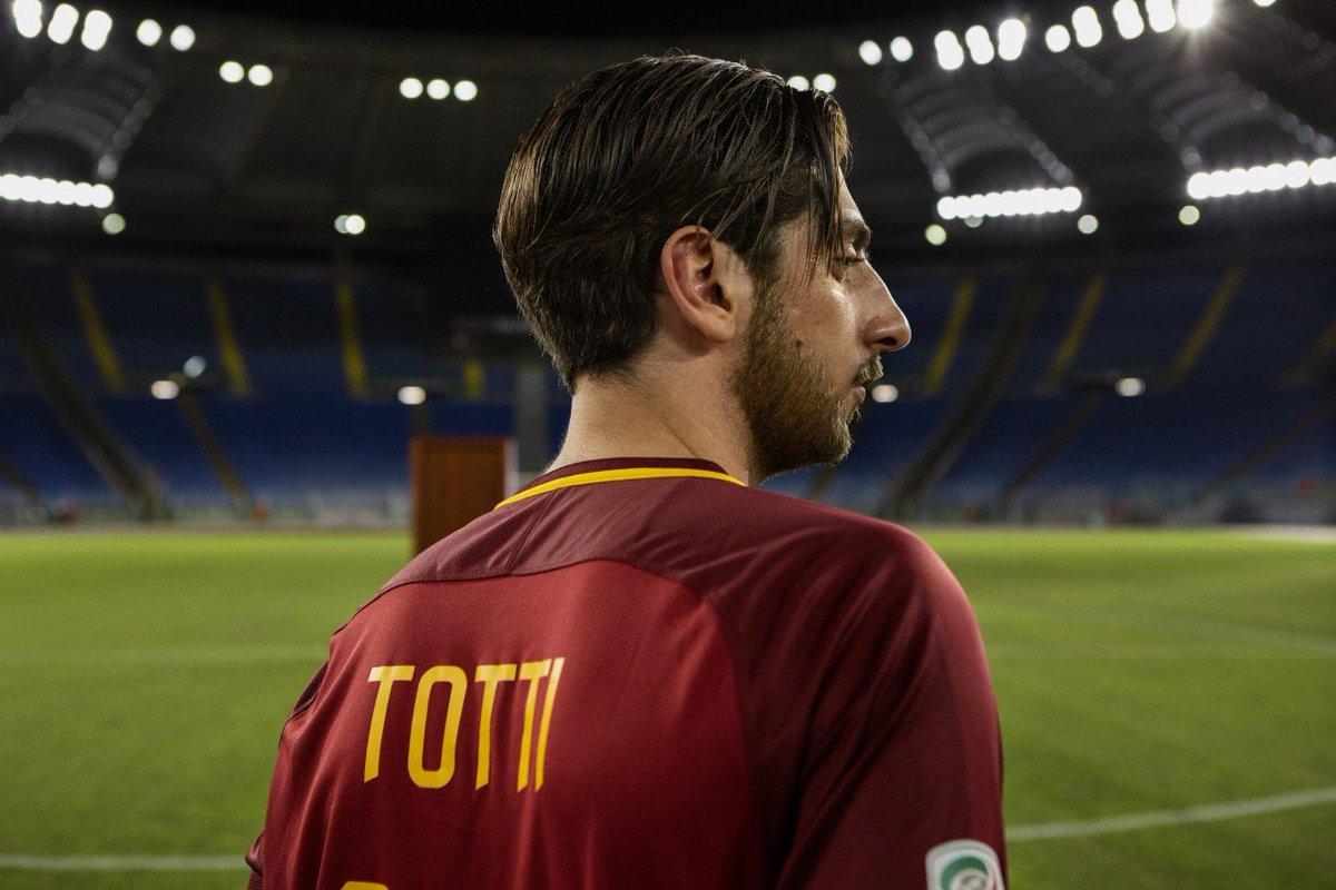 """Serie su Francesco Totti: """"Speravo de morì prima"""" l'annuncio sull'uscita (video)"""