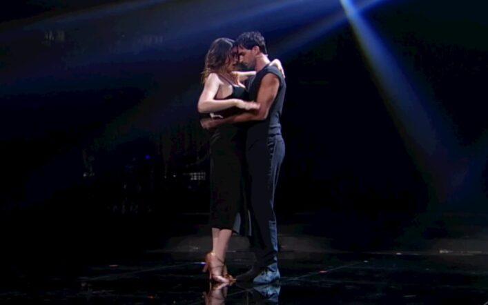 A Ballando con le stelle c'è un problema: Elisa Isoardi salta la seconda puntata?