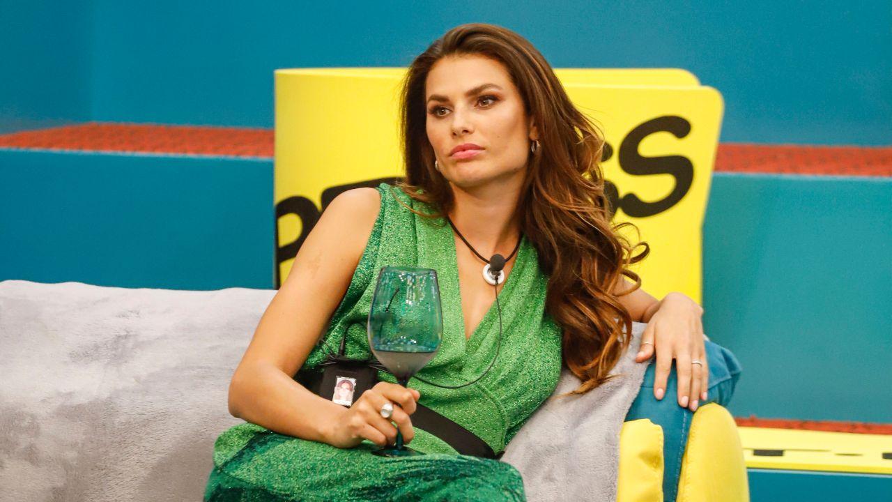 Dayane Mello cerca di sedurre Bettarini al GF VIP 5: 'Basta fare così, io so come prenderlo'