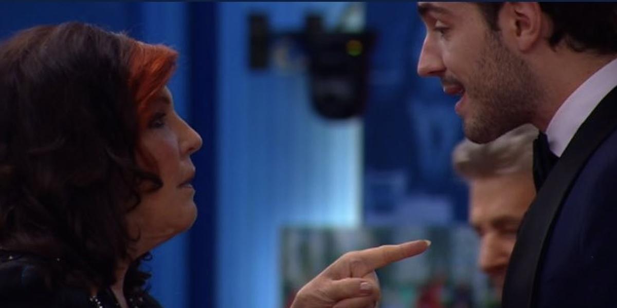 """Prime scintille al GF VIP 5: Tommaso Zorzi ha la febbre, la De Blanck lo attacca: """"Non sono decaduta  str**nzo"""""""