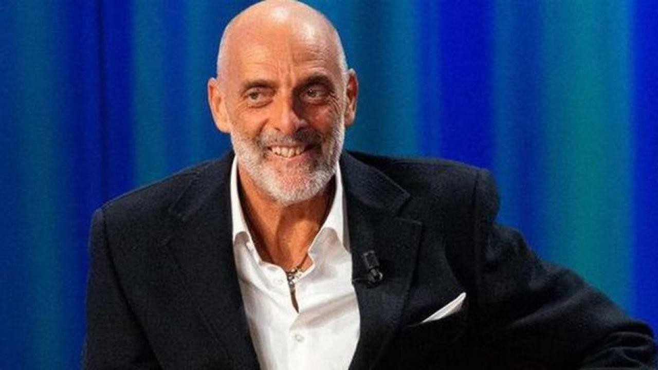 Paolo Brosio entra al GF VIP 5 e già scuote i social: 'I tamponi sono inattendibili'