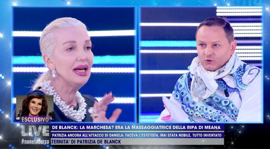 """La lite tra la Marchesa d'Aragona e Andrea Ripa di Meana a Live Non è la d'Urso: """"Sei un grande bugiardo, spergiuro"""""""
