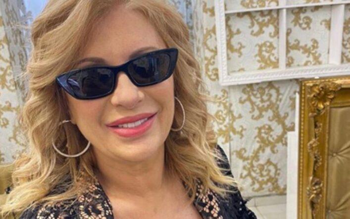 Tina Cipollari sfida il lifting di Gemma: ecco il nuovo look irriconoscibile dell'opinionista di U&D