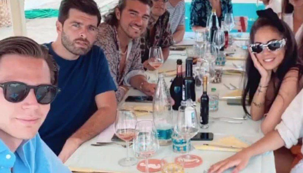 Giulia De Lellis di nuovo fidanzata: stavolta con un amico di Andrea Damante, che furioso cancella le foto