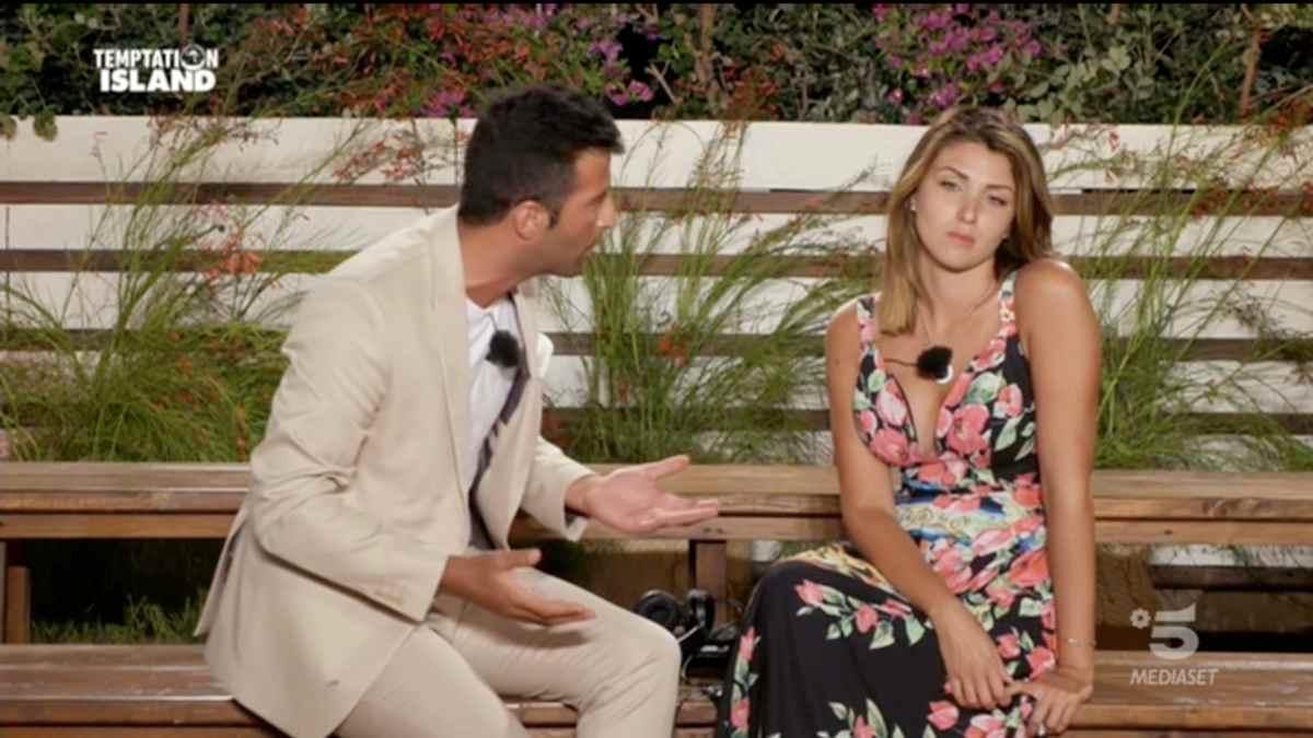 Temptation Island, Gennaro accusa Anna di usare account fake sui Social per offendere la sua famiglia (il video completo dell'intervista)