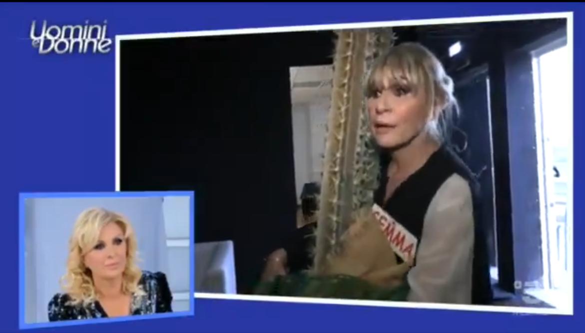 Tina regala una cornacchia a Gemma, che litiga con Biagio: 'Sei un polipo'