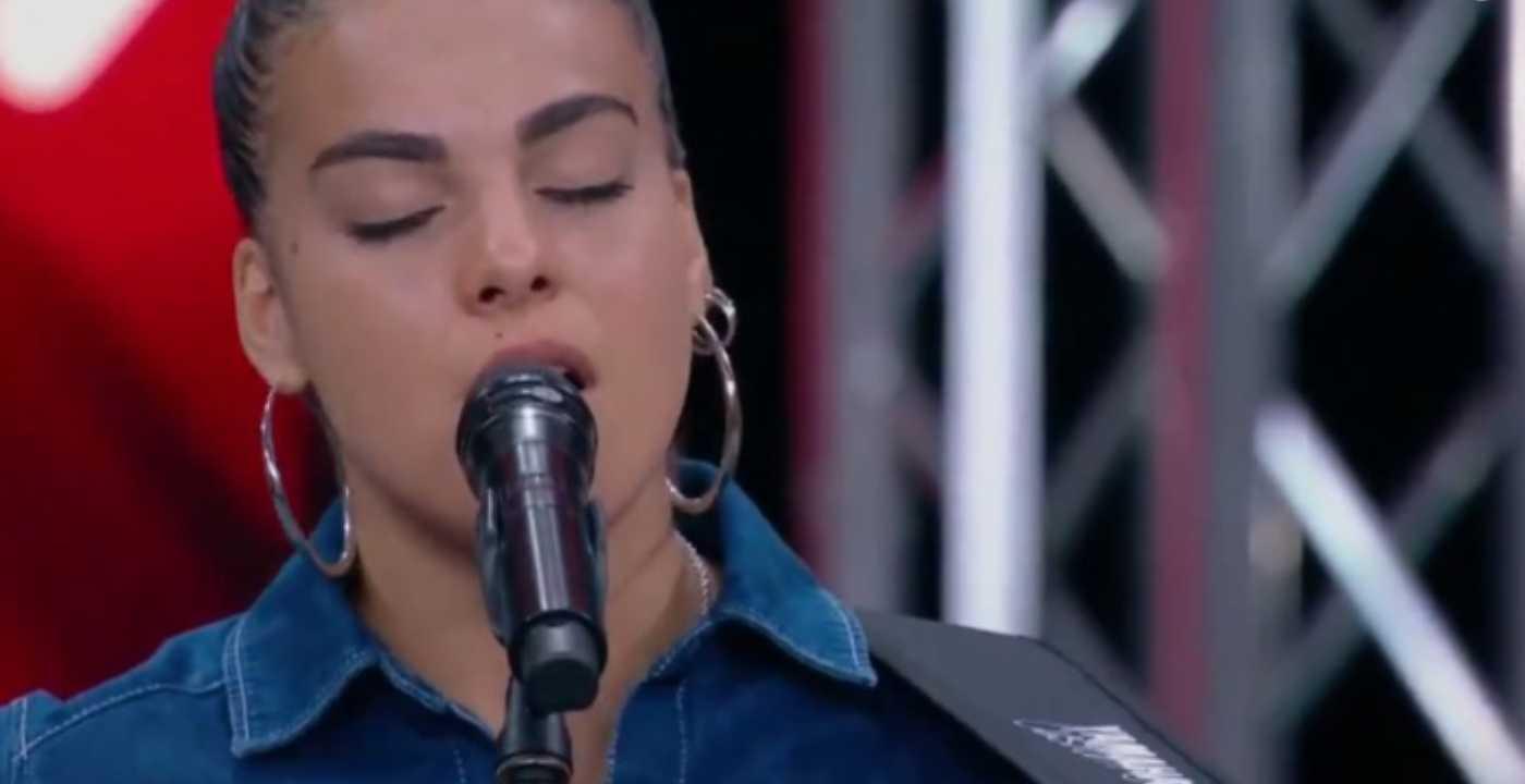 X Factor 2020, Ale canta l'inedito Cielo aperto e sorprende Hell Raton (video)