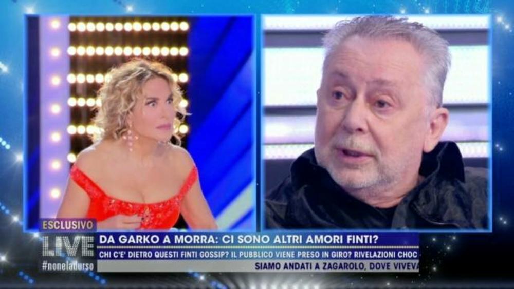 Lele Mora a Live Non è la D'Urso: 'Massimiliano Morra non è gay ma ha avuto una storia con un uomo famoso'