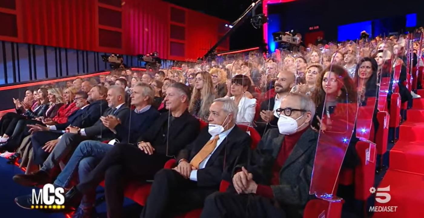 Maurizio Costanzo Show, è polemica per lo studio pieno di pubblico