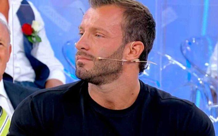 """Michele Dentice lascia Uomini e donne, il suo post polemico: """"È finito un incubo"""""""
