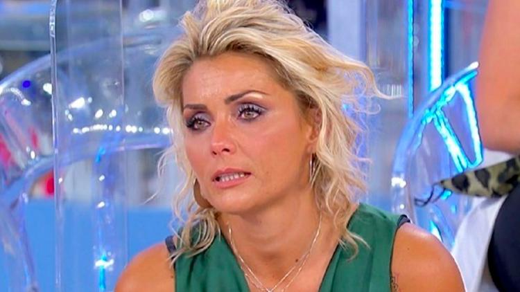 Uomini e Donne, Carlotta scoppia a piangere in puntata. Ecco perché