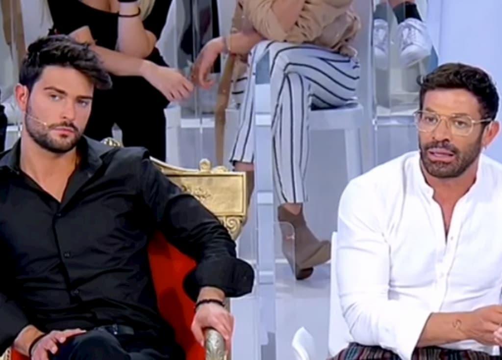 """Gianni Sperti furioso contro il cavaliere Simone: """"Sei una me**a"""""""