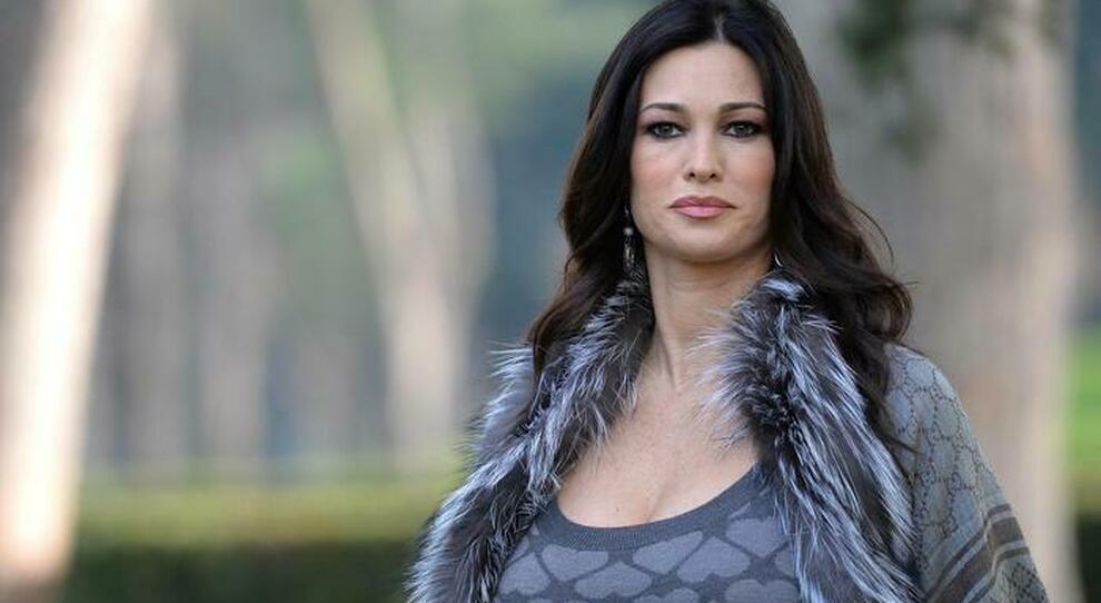 """Manuela Arcuri ospite a Verissimo: """"Con Garko storia vera, anche io vittima"""""""