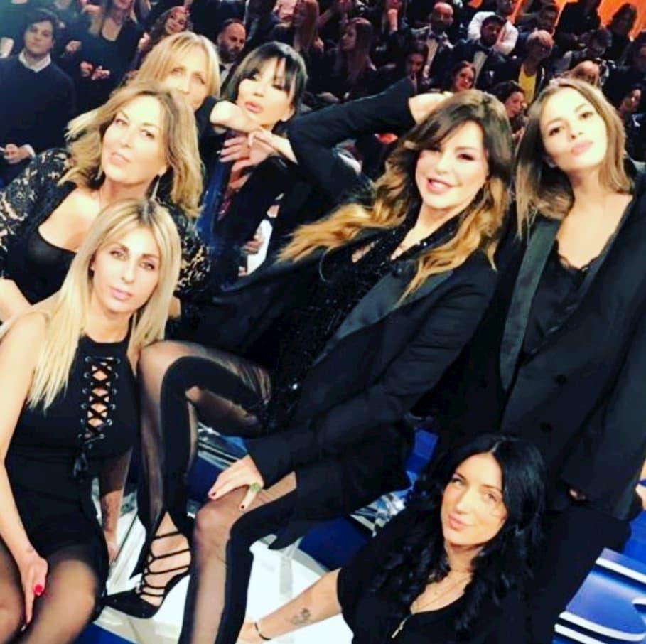 """Alba Parietti con accanto la """"nipotina"""" Sarah Borruso, fidanzata di Alberto Genovese"""