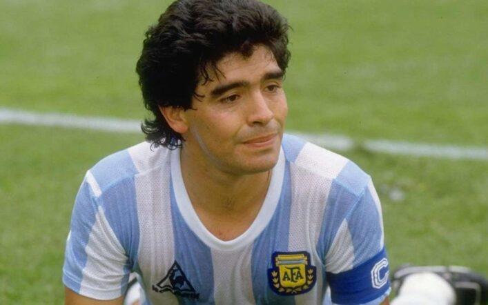 Diego Armando Maradona è morto: il calciatore più forte di sempre aveva 60 anni