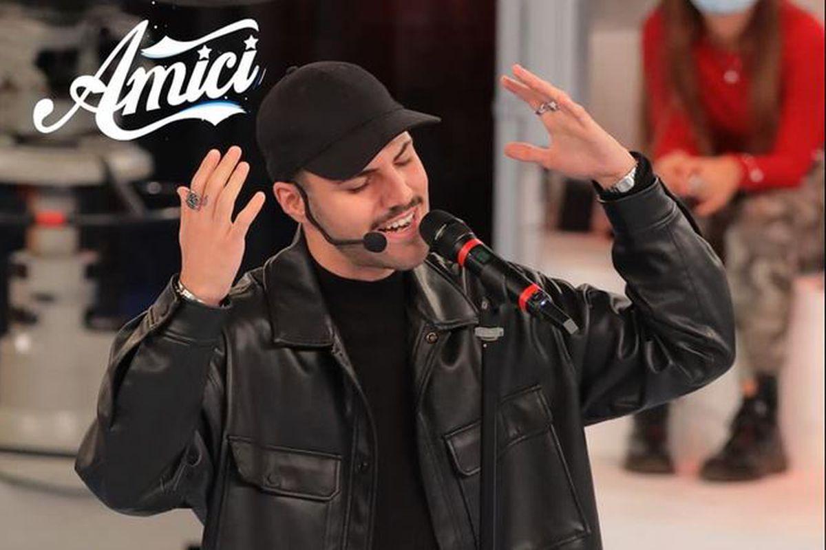 Raffaele Renda, chi è il cantante lametino di Amici 20