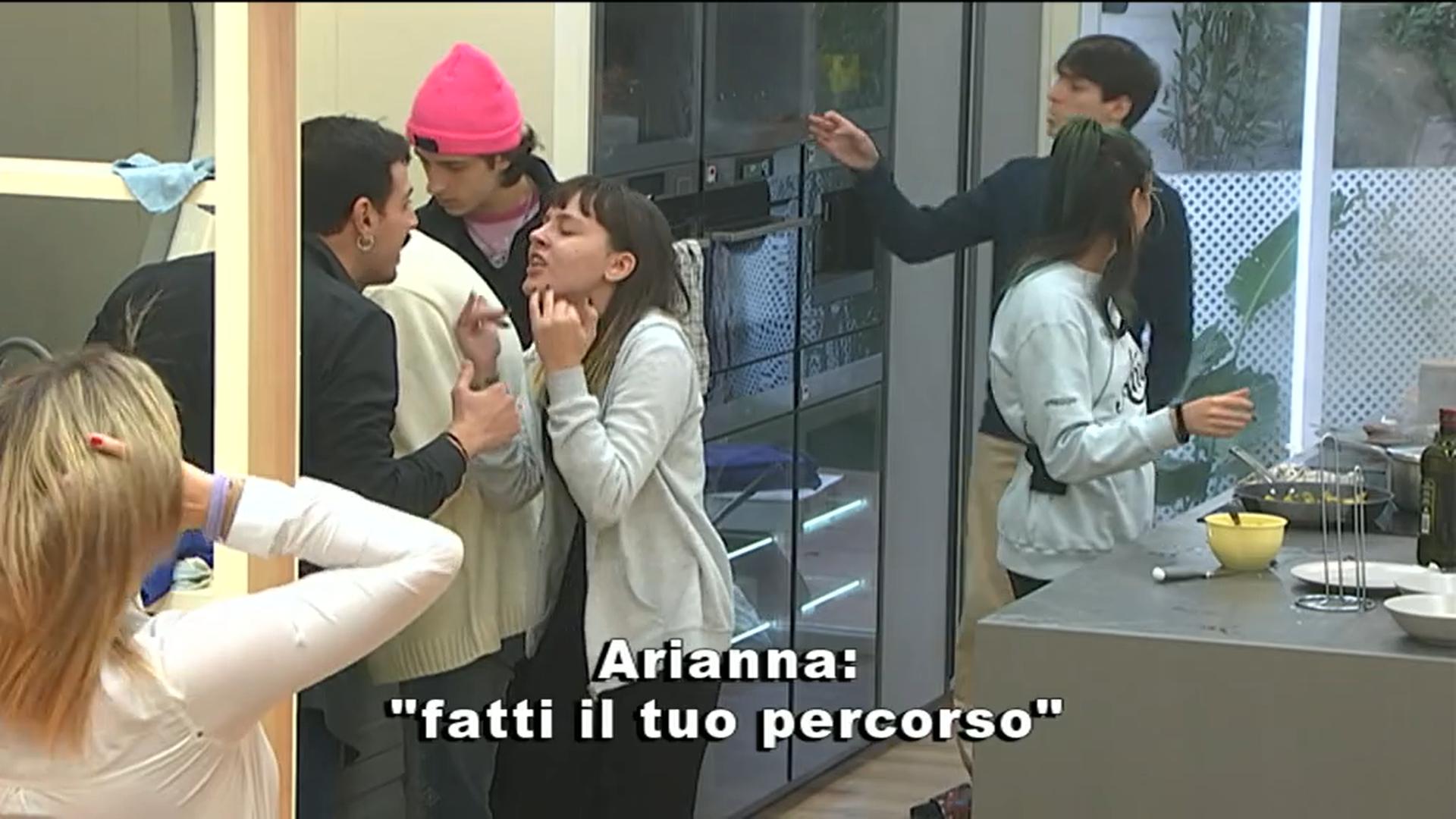 """Amici 20, Leonardo sbotta contro Arianna: """"Non fare la vittima"""""""