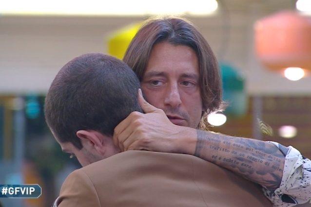 Francesco lascia la casa |  Zorzi in lacrime |  l'ultimo abbraccio scuote i social VIDEO