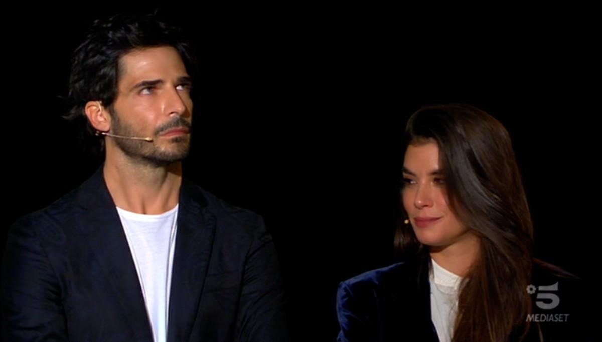 Giulia Michelini e Marco Bocci a C'è posta per te per la storia di mamma Silvia e i suoi 5 figli (Video)
