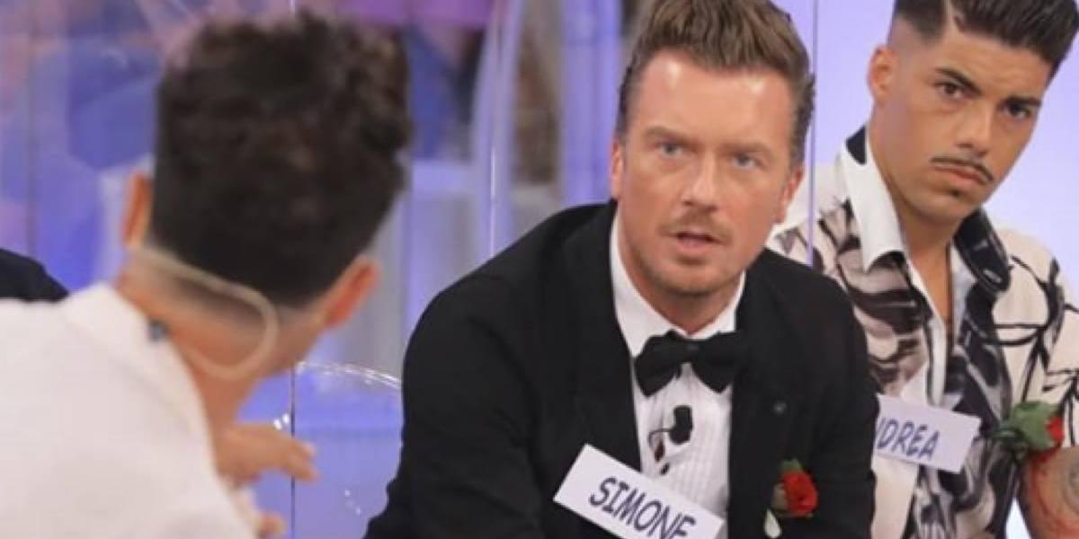 """Uomini e Donne, Simone Bolognesi lascia il trono over: """"Aprirei parentesi che adesso…"""""""