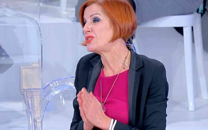 Tina Cipollari contro Tinì Cansino a Uomini e donne: «Hai mostrato il cu*o per 30 anni»