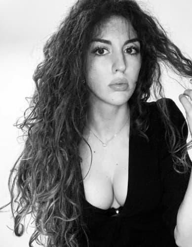 Elena Santoro, immagine in bianco nero tratta dal suo profilo Instagram