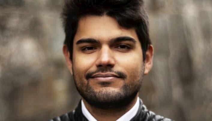 Omar Hussain, chi è il concorrente de La Caserma