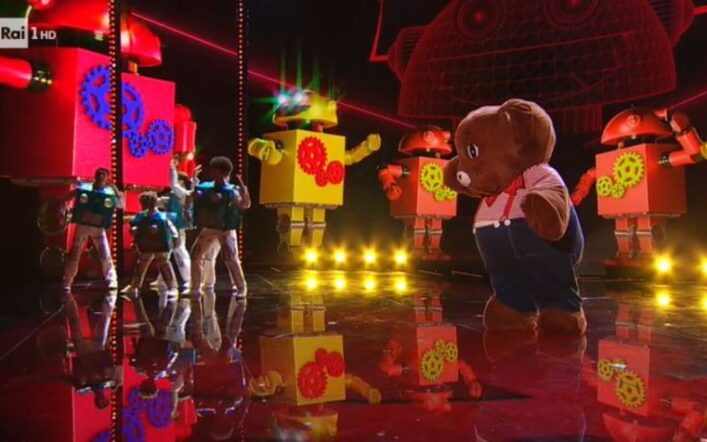 Il Cantante Mascherato, puntata finale 26 febbraio: eliminato l'orsetto, chi è