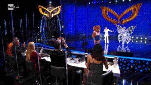 Milly Carlucci sfora e non svela secondo eliminato de Il Cantante Mascherato