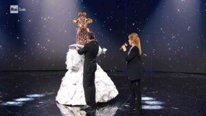 Eliminata la giraffa nella terza puntata di venerdì 12 febbraio 2021 de Il Cantante Mascherato: La giraffa era Katia Ricciarelli