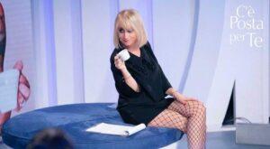 Luciana Littizzetto ospite a c'è Posta per Te manda frecciatine a Wanda Nara
