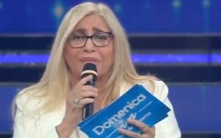 """Domenica In Mara Venier sbotta in diretta contro la Sgarbi: """"Si dia una calmata"""""""