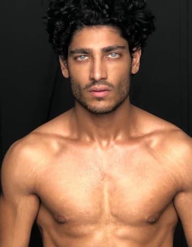 Akash Kumar in posa come modello