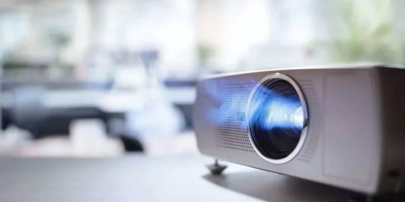 Videoproiettore in funzione