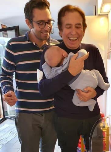 Giucas Casella con figlio e nipote